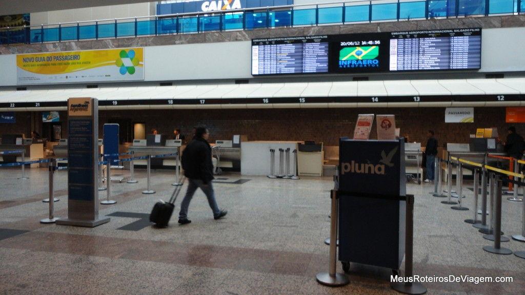 Balcões de check-in no Aeroporto de Porto Alegre