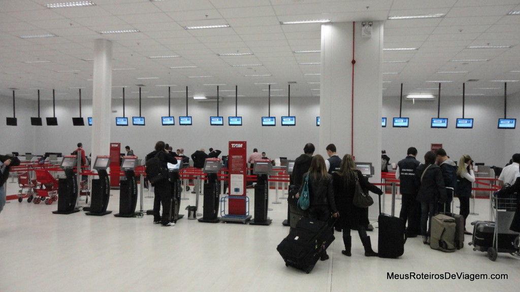 Check-in da TAM no aeroporto de Porto Alegre