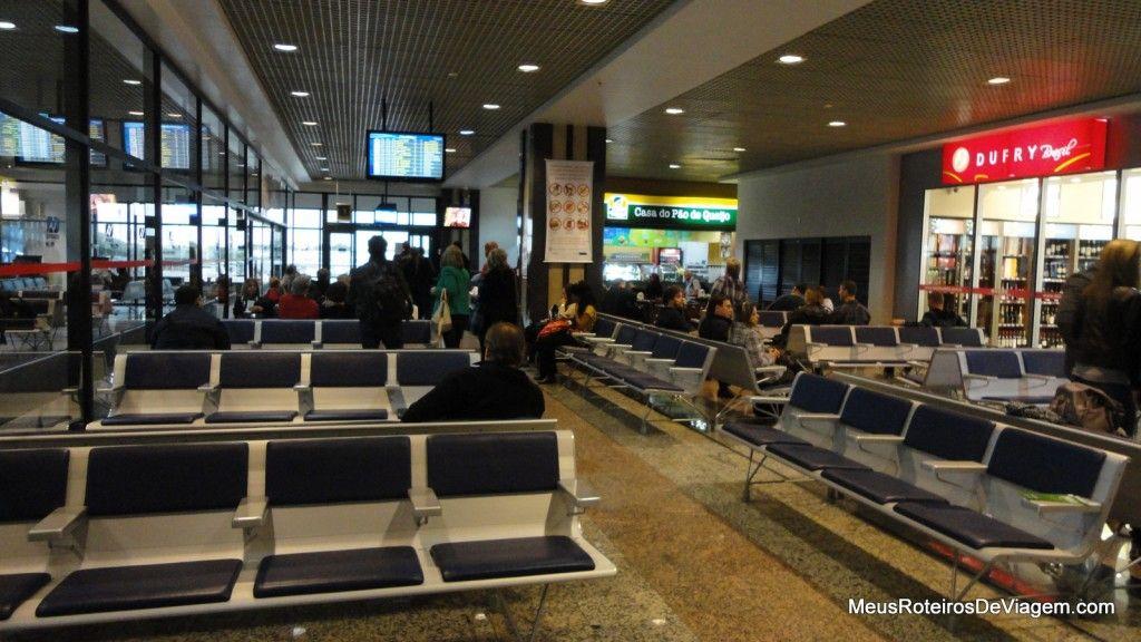 Sala de embarque internacional do Aeroporto de Porto Alegre