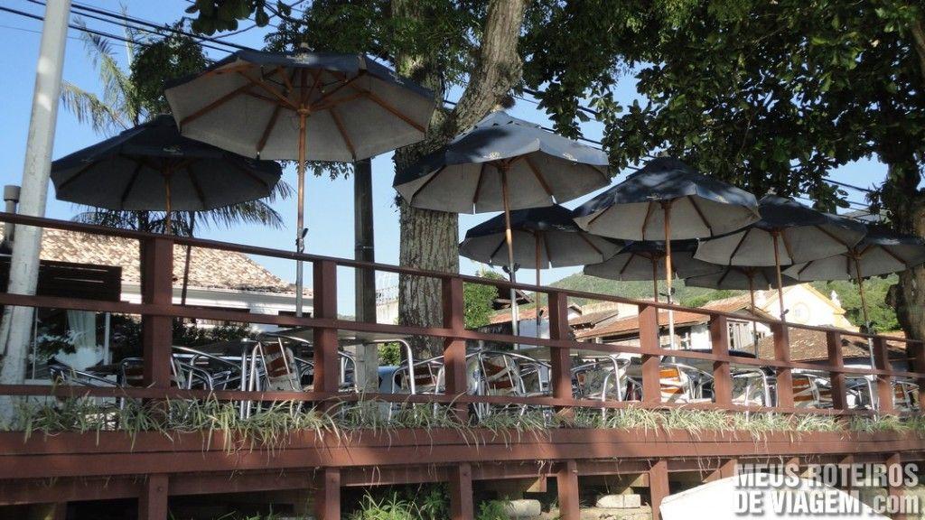 Deck de restaurante em Santo Antônio de Lisboa