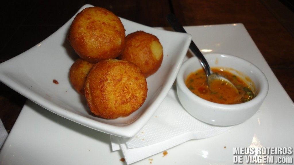Bolinho de mandioca no restaurante Lafayette - Salvador