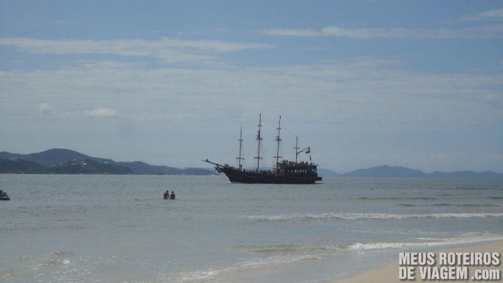 Passeio de barco Piratas do Caribe - Floripa
