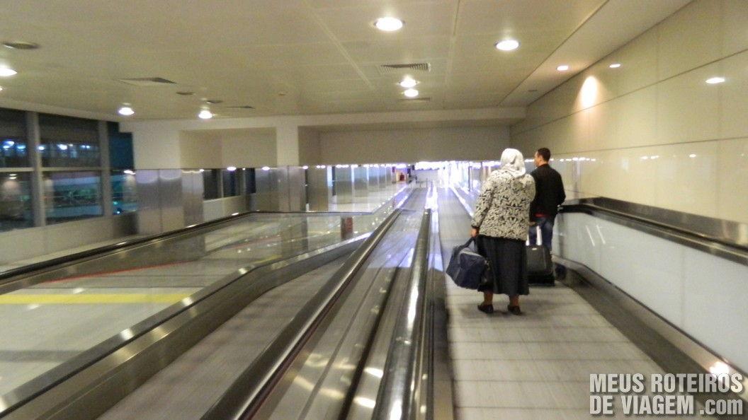 Passagem entre os terminais doméstico e internacional