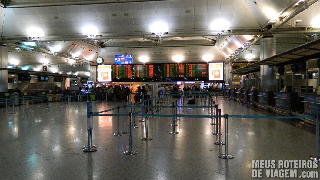 Check-in do terminal internacional do Aeroporto de Istambul