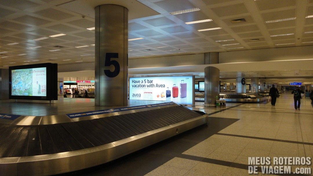 Esteiras de bagagem do Aeroporto Internacional de Istambul Ataturk