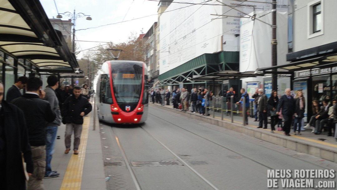 Tram em  Sultanahmet - Istambul, Turquia