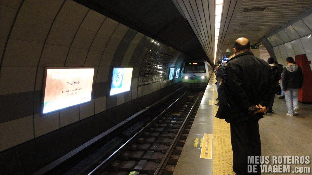 Estação de metrô em Istambul