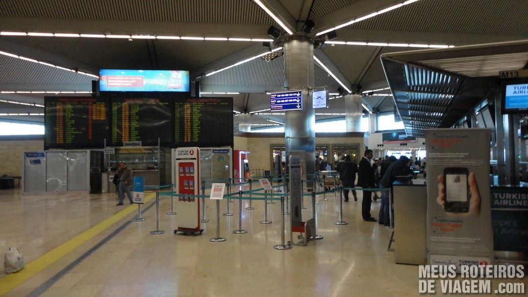 Check-in do terminal doméstico do Aeroporto de Istambul