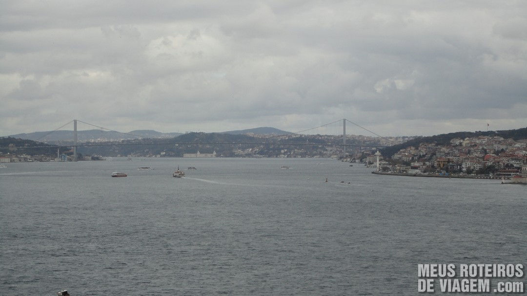 Estreito de Bósforo visto do Palácio Topkapi - Istambul, Turquia