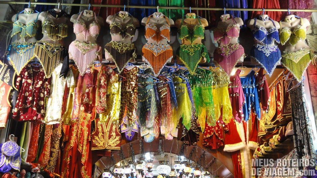 Roupas de Odalisca no Bazar de Especiarias - Istambul, Turquia