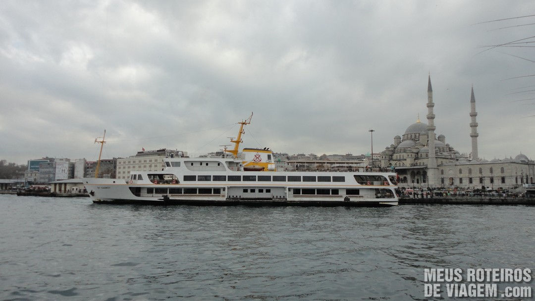 Barco da empresa Sehir Hatlari - Istambul, Turquia