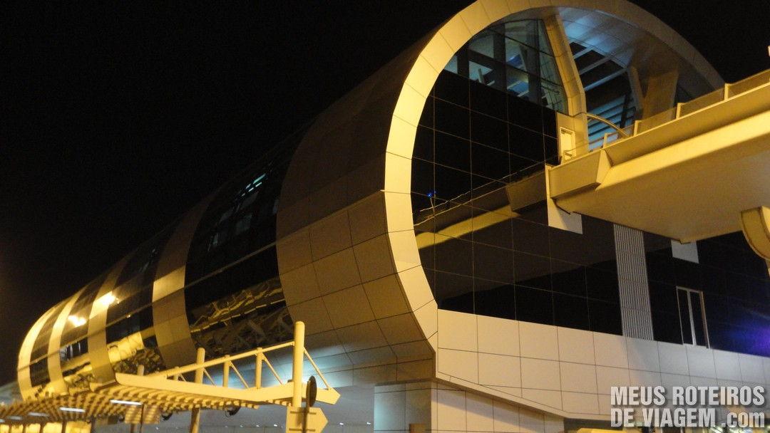 Estação de metrô no Aeroporto de Dubai