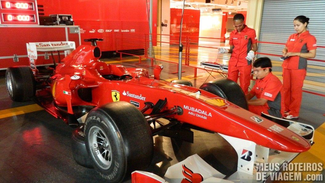 Simulador de pit-stop no Ferrari World - Abu Dhabi, Emirados Árabes
