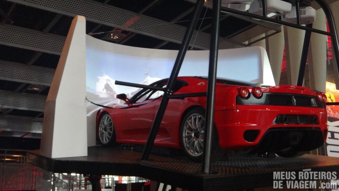 Simulador no Ferrari World - Abu Dhabi, Emirados Árabes