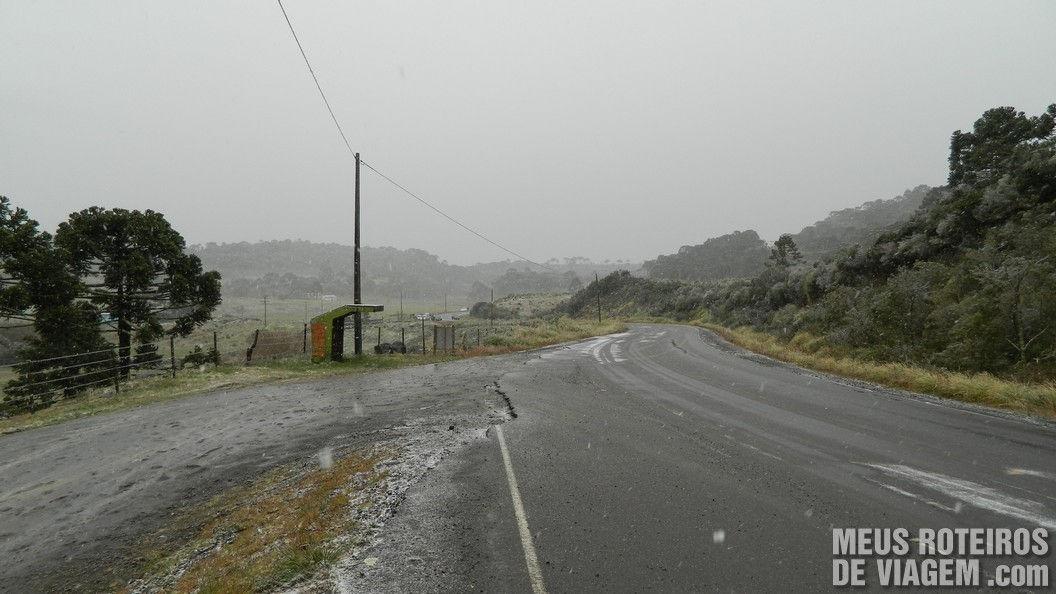 Neve na Rodovia SC-430 entre Urubici e São Joaquim