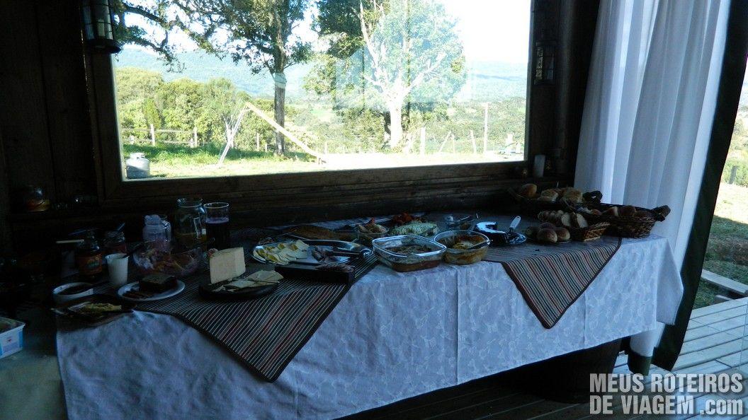 Café da manhã na Pousada Trinca Ferro