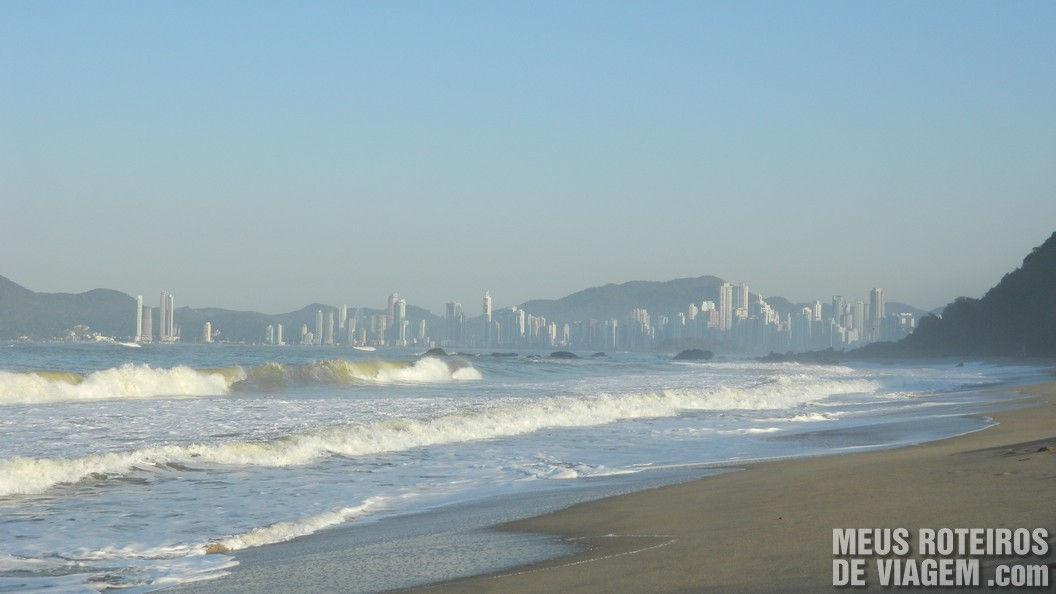 Vista da praia do Infinity Blue Resort e Spa - Balneário Camboriú