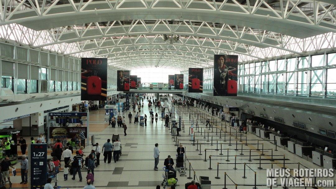 Área de check-in do Terminal A do Aeroporto de Ezeiza - Buenos Aires