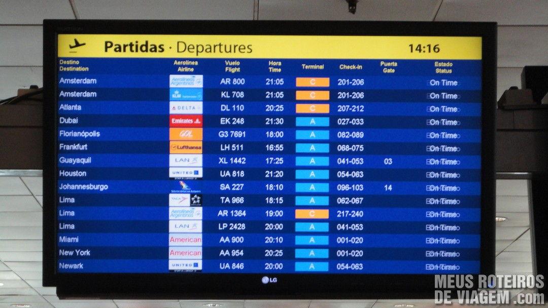 Painel de voos do Aeroporto de Ezeiza - Buenos Aires