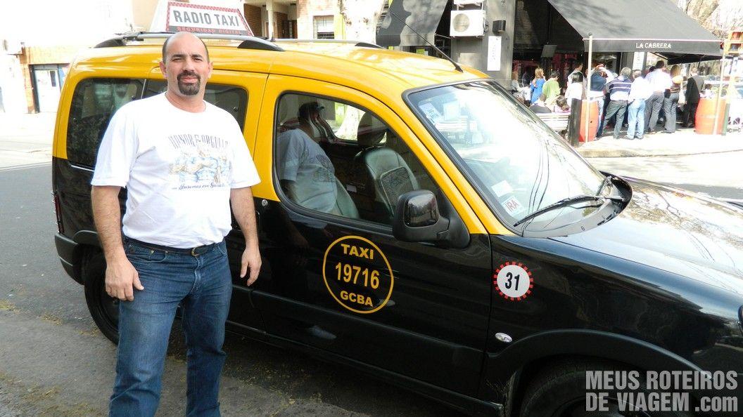 O guia Alejandro e seu veículo