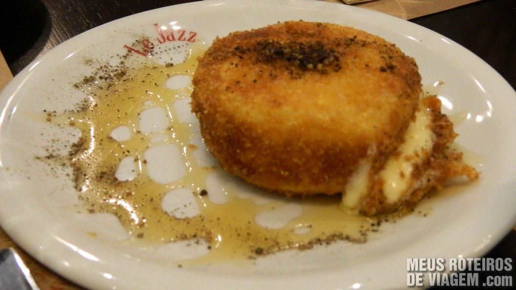 Queijo Camembert no Le Jazz Brasserie - Shopping Iguatemi São Paulo
