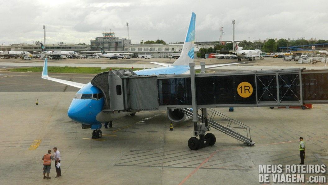 Boeing 737-700 da Aerolineas no Aeroporto de Porto Alegre