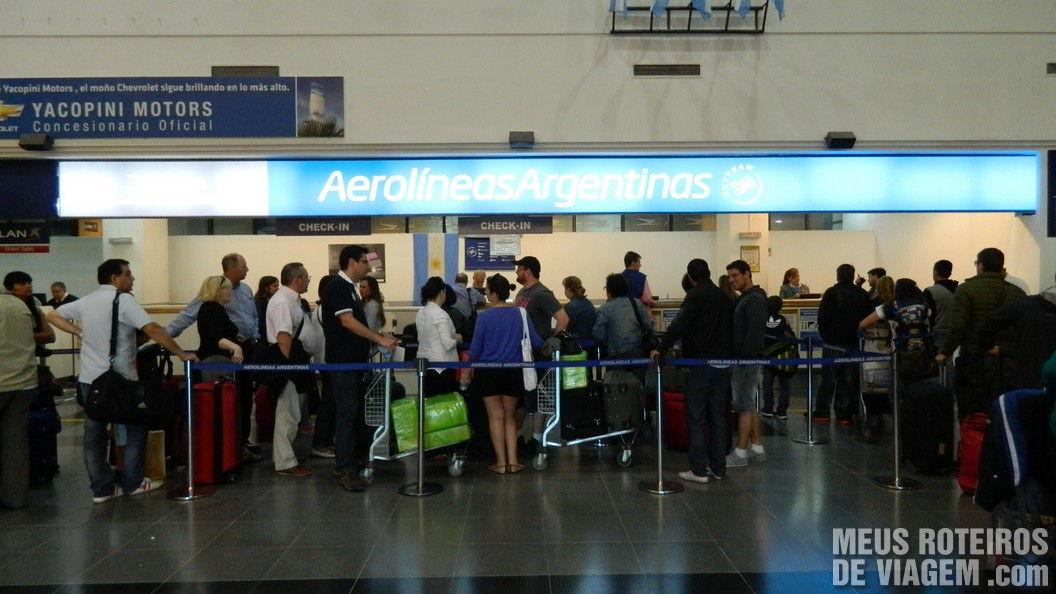 Check-in da Aerolineas no aeroporto de Mendoza
