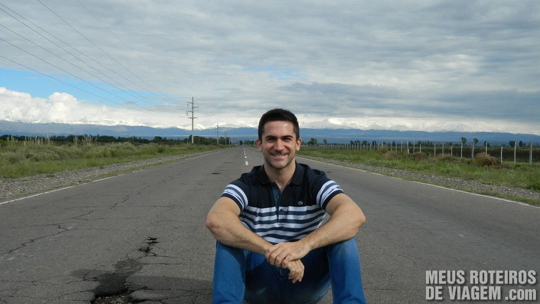 Pausa para fotos na estrada vazia