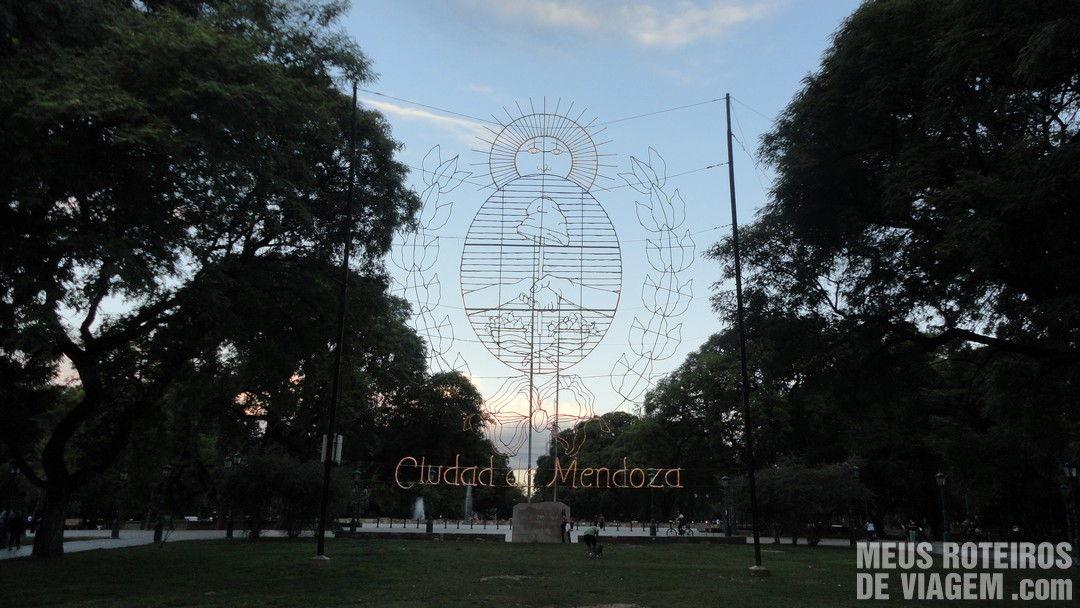Brasão da cidade na Plaza Independencia - Mendoza, Argentina
