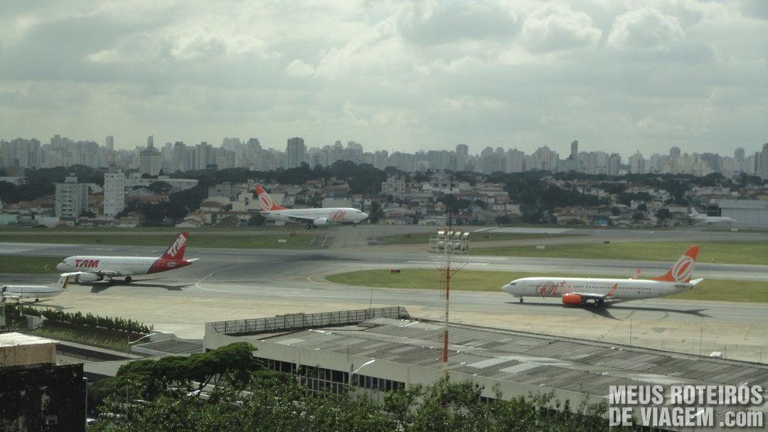 Avião pousando no Aeroporto de Congonhas São Paulo