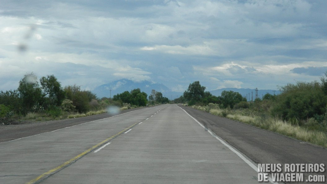 Estrada para a Reserva natural Villavicencio - Mendoza, Argentina