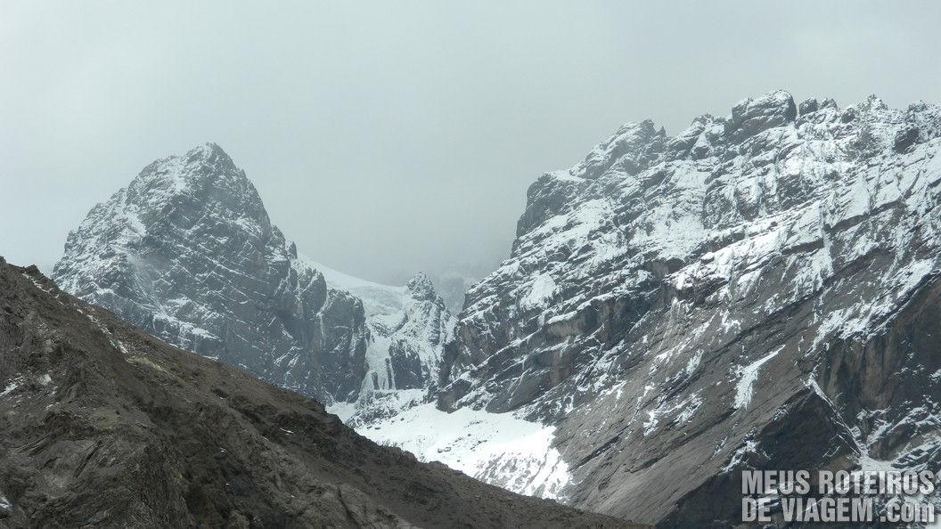 Montanhas na região de Las Cuevas Cordilheira dos Andes Argentina