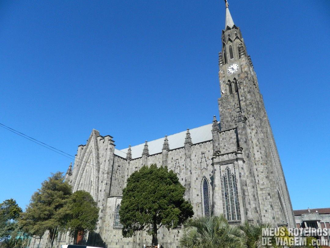 Vista lateral da Catedral de Pedra de Canela