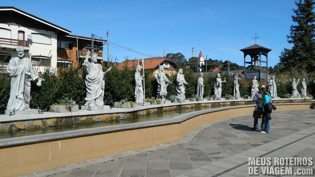 Estátuas em frente a Igreja Matriz - Gramado