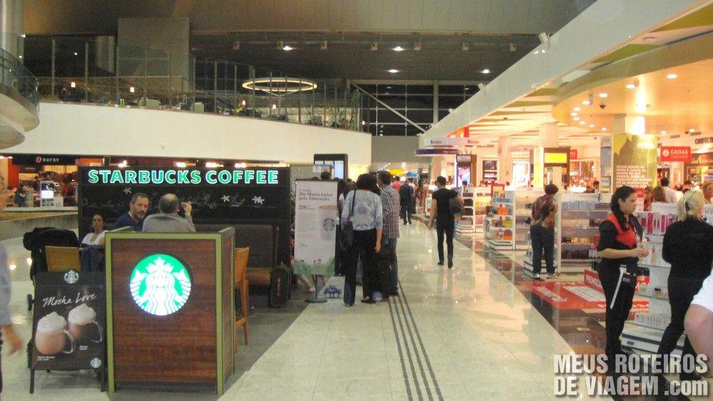 Café Starbucks e loja Dufry no Terminal 3 do Aeroporto de Guarulhos