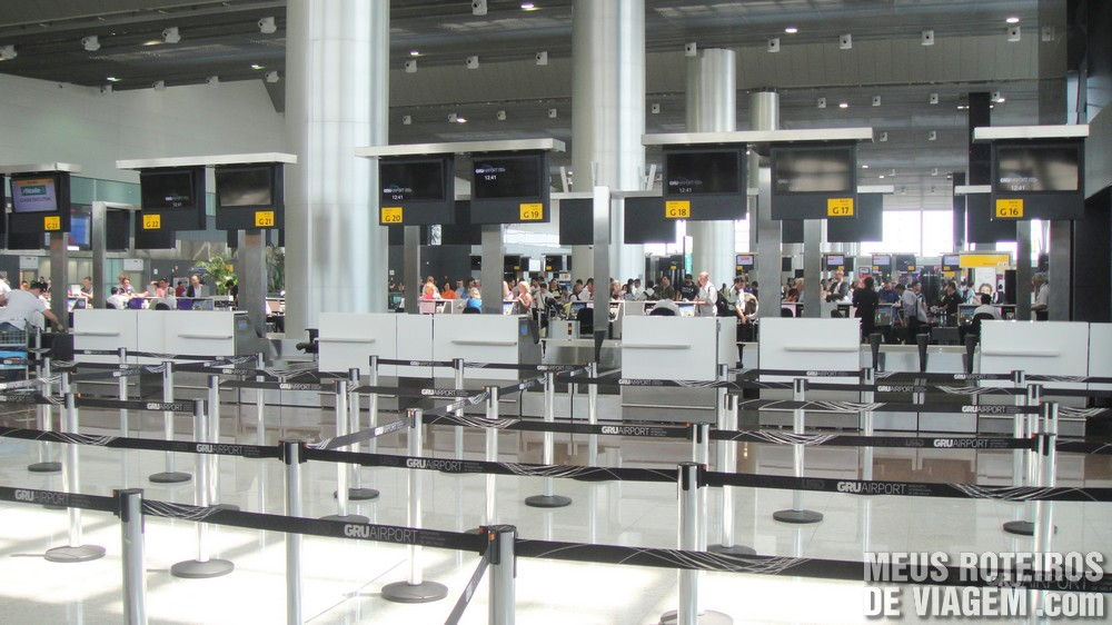 Balcões de check-in no Terminal 3 do Aeroporto de Guarulhos