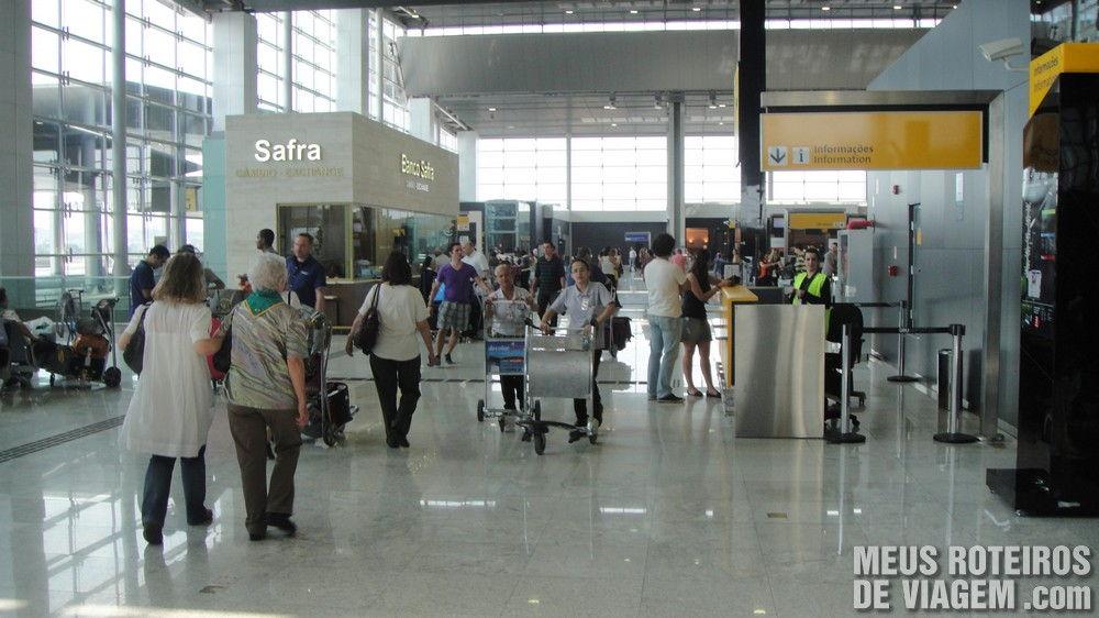 Balcão de informações no Terminal 3 do Aeroporto de Guarulhos