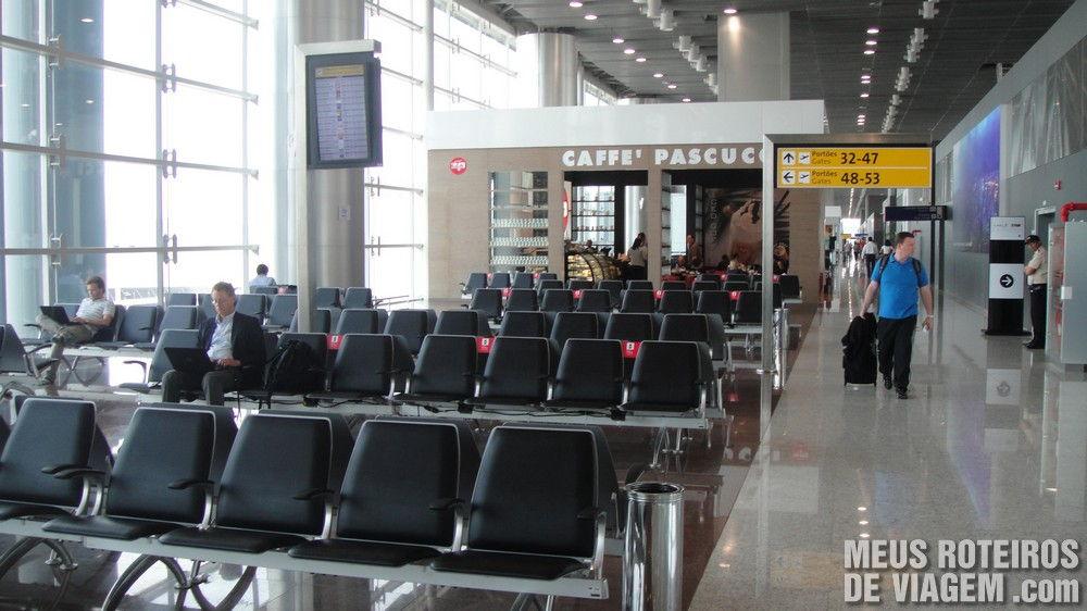 Sala de embarque no Terminal 3 do Aeroporto de Guarulhos