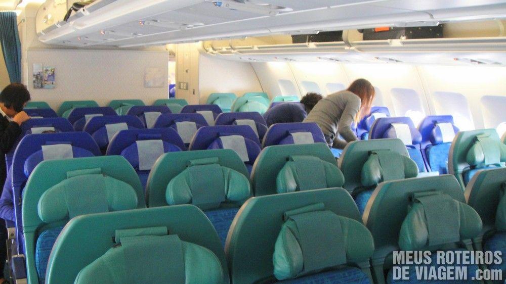 Poltronas da classe econômica da Cathay Pacific