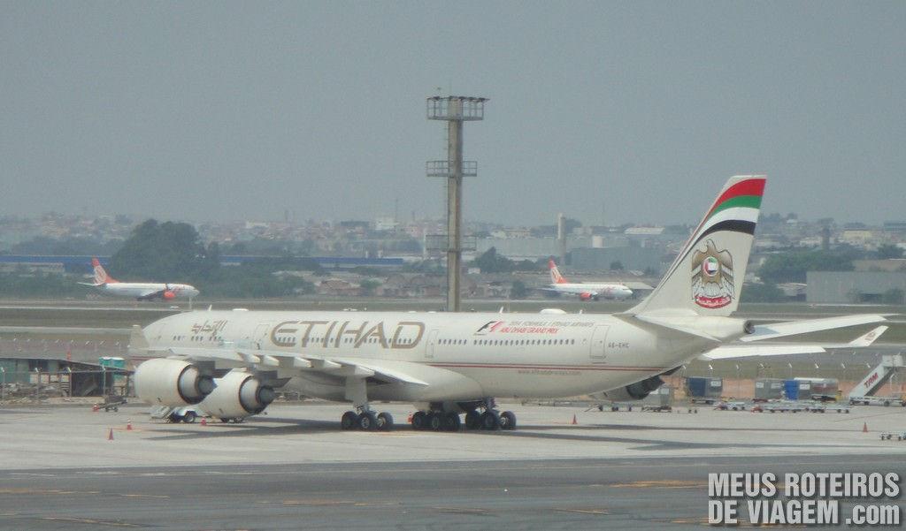 Airbus A340-600 da Etihad Airways no Aeroporto de Guarulhos