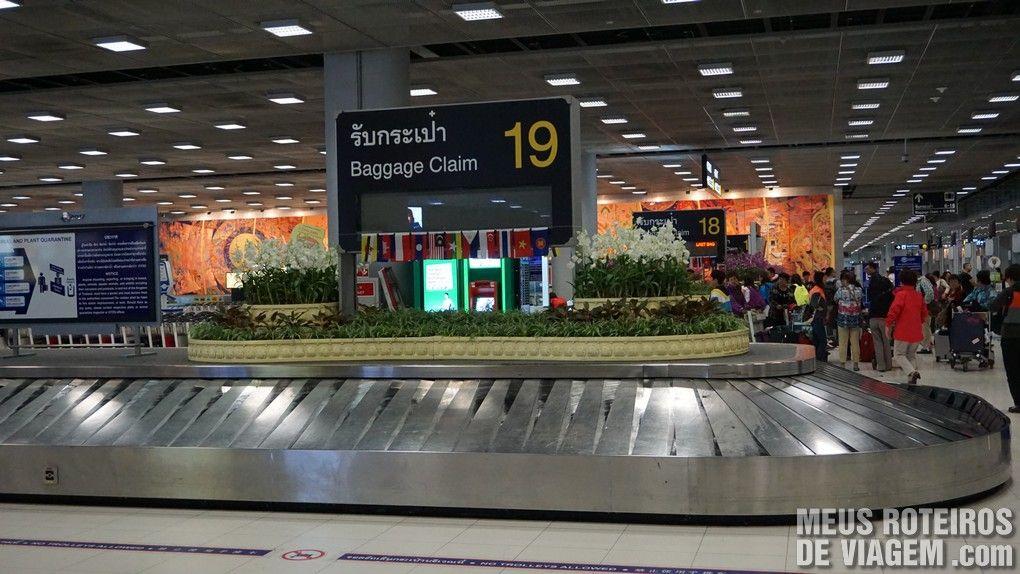 Esteira de bagagem no Aeroporto de Bangkok