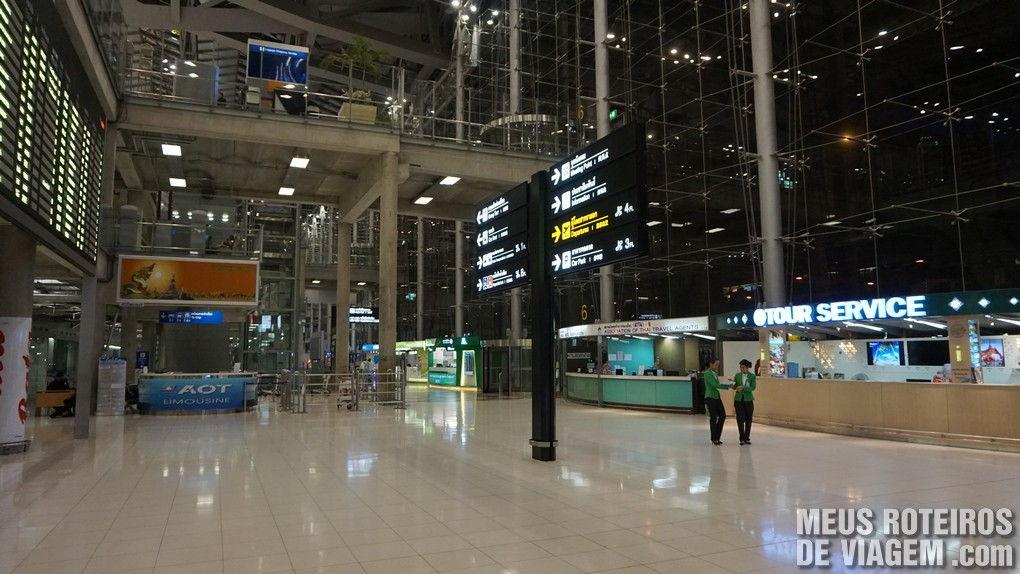 Saguão do desembarque no Aeroporto Internacional de Bangkok - Suvarnabhumi