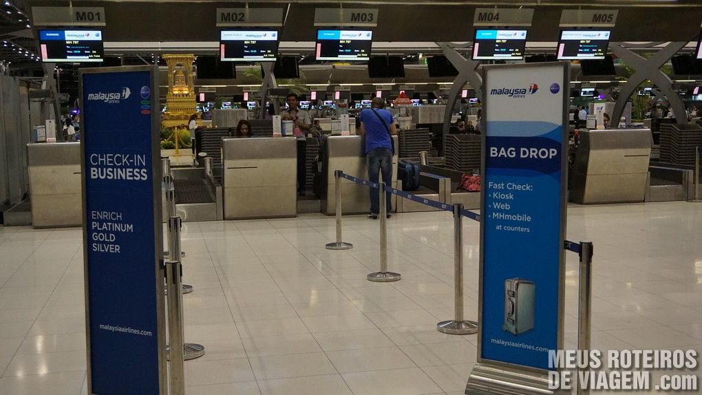 Balcões de check-in no Aeroporto Internacional de Bangkok - Suvarnabhumi
