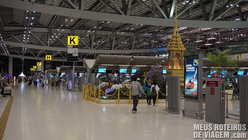 Área de check-in no Aeroporto Internacional de Bangkok - Suvarnabhumi