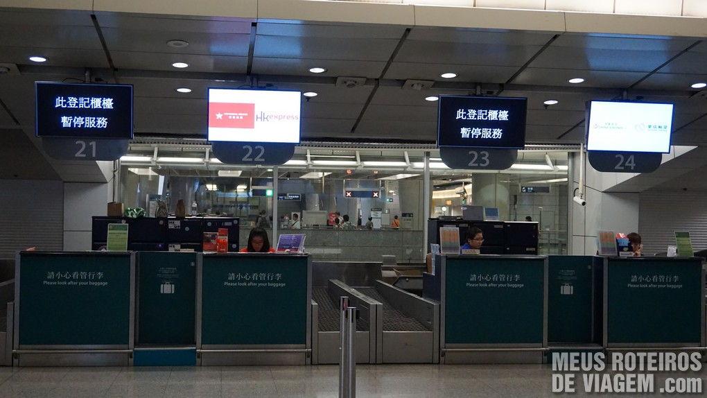 Balcões de check-in na cidade na Estação Kowloon - Hong Kong