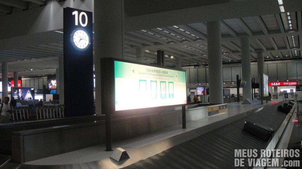 Esteira de bagagem no Aeroporto de Hong Kong