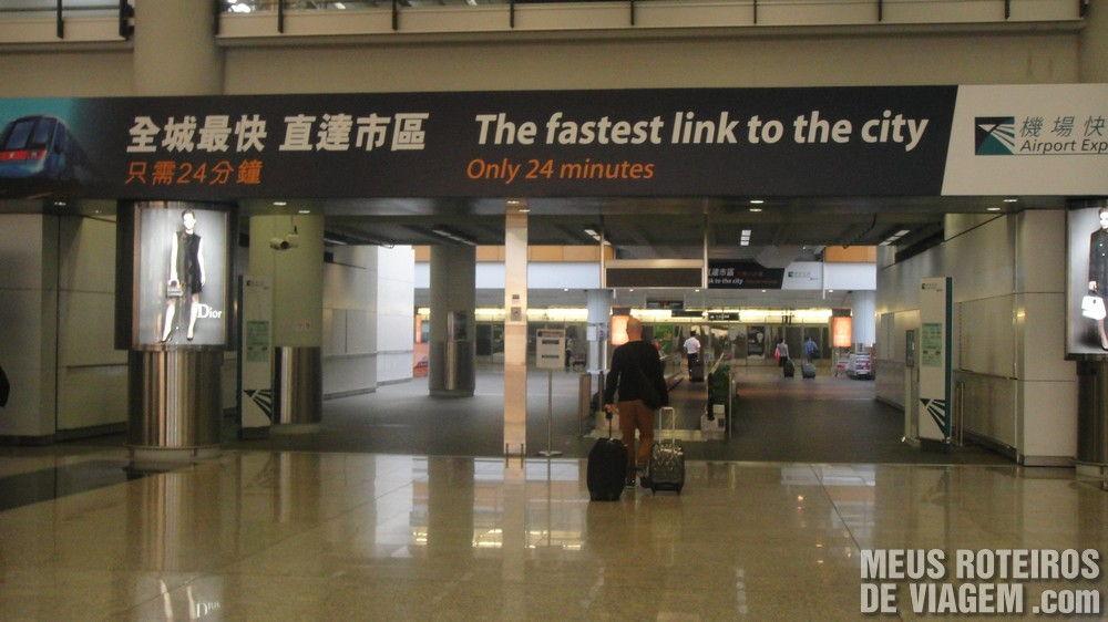 Acesso do terminal do aeroporto de Hong Kong para a estação do Airport Express