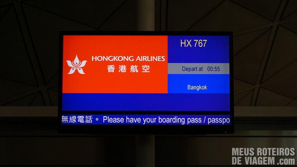 Painel do voo no portão de embarque