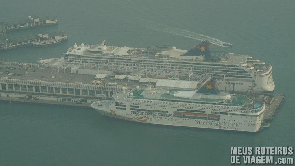 Navios de cruzeiro no porto de Kowloon - Hong Kong