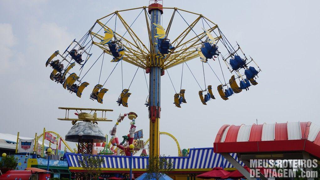 """Brinquedo """"Whirly Bird"""" - Ocean Park, Hong Kong"""